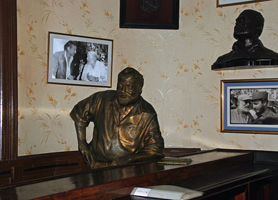 el floridita bar ernest hemingway statue
